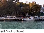 Купить «Морские катера у набережной на улице Балталиманы Хисар в Стамбуле, Турция», фото № 33486572, снято 3 ноября 2019 г. (c) Free Wind / Фотобанк Лори