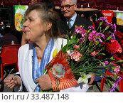 Купить «Люди во время праздника Победы 9 мая на Поклонной горе в Москве», эксклюзивное фото № 33487148, снято 9 мая 2011 г. (c) lana1501 / Фотобанк Лори
