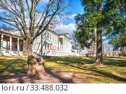 Купить «Главный дом Остафьево Main House in Ostafyevo», фото № 33488032, снято 21 марта 2020 г. (c) Baturina Yuliya / Фотобанк Лори