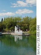 Купить «Спаренная артиллерийская установка В-11 образца 1946 года (СССР). Экспозиция военно-морского флота. Парк Победы на Поклонной горе в Москве», эксклюзивное фото № 33488044, снято 9 мая 2010 г. (c) lana1501 / Фотобанк Лори