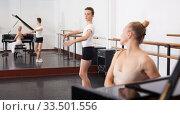 Купить «Young dancer studying ballet to the music», фото № 33501556, снято 26 апреля 2019 г. (c) Яков Филимонов / Фотобанк Лори
