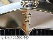 """Купить «Рельефная эмблема """"Horch"""" на облицовке радиатора», фото № 33506440, снято 6 августа 2011 г. (c) Алёшина Оксана / Фотобанк Лори"""