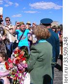 Купить «Поздравление ветеранов Великой Отечественной войны во время праздника Победы 9 мая на Поклонной горе в Москве», эксклюзивное фото № 33509248, снято 9 мая 2011 г. (c) lana1501 / Фотобанк Лори
