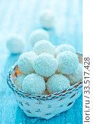 Купить «Coconut balls in basket and on a table», фото № 33517428, снято 9 апреля 2020 г. (c) age Fotostock / Фотобанк Лори