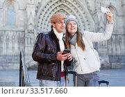 Купить «Cheerful man and woman making selfie», фото № 33517660, снято 18 ноября 2017 г. (c) Яков Филимонов / Фотобанк Лори
