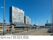 Germany, Bremerhaven - Due to Corona hardly any operation at Columbus Shopping Center. Редакционное фото, агентство Caro Photoagency / Фотобанк Лори
