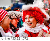 Carnival in Cologne, Weiberfastnacht am Alter Markt, Cologne, Rhineland, North Rhine-Westphalia, Germany (2020 год). Редакционное фото, агентство Caro Photoagency / Фотобанк Лори