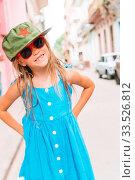 Купить «Tourist girl in popular area in Havana, Cuba.», фото № 33526812, снято 13 апреля 2017 г. (c) Дмитрий Травников / Фотобанк Лори