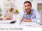 Young male businessman working at home. Стоковое фото, фотограф Elnur / Фотобанк Лори