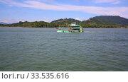 A commercial fishing boat on the horizon in the distance. Стоковое видео, видеограф Василий Кочетков / Фотобанк Лори
