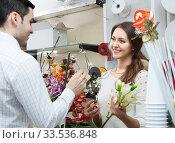 Купить «woman seller offering flowers man», фото № 33536848, снято 7 июня 2020 г. (c) Татьяна Яцевич / Фотобанк Лори