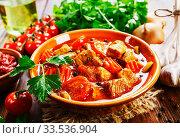 Купить «Meat stew with vegetables», фото № 33536904, снято 7 апреля 2020 г. (c) Надежда Мишкова / Фотобанк Лори