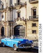 Vintage Car in front of the San Carlos and San Ambrosio Seminary, La Habana Vieja, Havana, La Habana Province, Cuba. Стоковое фото, фотограф Karol Kozlowski / age Fotostock / Фотобанк Лори