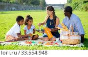 Купить «Family enjoying picnic», фото № 33554948, снято 2 июля 2020 г. (c) Яков Филимонов / Фотобанк Лори