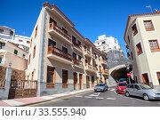 Traditional architecture of beautiful narrow pedestrian streets of Candelaria town. Тенерифе, Канары, Испания (2016 год). Редакционное фото, фотограф Кекяляйнен Андрей / Фотобанк Лори