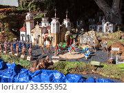 Papier mache installation of city historical model. Visitors watch the smaller scale scene. The Basilica of the Royal Marian Shrine of Our Lady (2016 год). Редакционное фото, фотограф Кекяляйнен Андрей / Фотобанк Лори