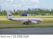 """ST. PETERSBURG, RUSSIA - JUNE 20, 2018: AirplaneTupolev Tu-204-300 (RA-64058) of the special government flight detachment """"Russia"""" on the taxiway of Pulkovo Airport. Редакционное фото, фотограф Виктор Карасев / Фотобанк Лори"""