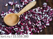 Купить «Violet with dots beans in wooden plate with two spoons. Swallow beans. Vegetables for healthy eating. Organic food. Diet», фото № 33559380, снято 13 апреля 2020 г. (c) Papoyan Irina / Фотобанк Лори