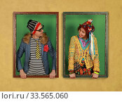 Купить «A couple of freaks hold picture frames and look at each other», фото № 33565060, снято 12 апреля 2020 г. (c) Алексей Кузнецов / Фотобанк Лори