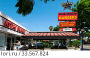 BEVERLY HILLS, CA, USA -AUGUST 25 2015: the exterior of astroburger restaurant in los angeles, california. Стоковое фото, фотограф Zoonar.com/Christopher Bellette / age Fotostock / Фотобанк Лори