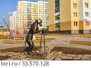 Купить «Скульптура собаке , которая убирает за собой», фото № 33570128, снято 12 апреля 2020 г. (c) Сергеев Валерий / Фотобанк Лори