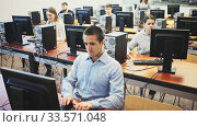 Купить «Group of people of different ages learning to use computers in classroom», видеоролик № 33571048, снято 25 мая 2020 г. (c) Яков Филимонов / Фотобанк Лори