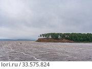 Waves on the river near the green peninsula on the Volga River. Стоковое фото, фотограф Дмитрий Тищенко / Фотобанк Лори