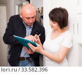 Mature woman signing papers with social worker at home. Стоковое фото, фотограф Яков Филимонов / Фотобанк Лори