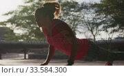 Купить «Caucasian woman doing push-ups under a bridge», видеоролик № 33584300, снято 9 апреля 2019 г. (c) Wavebreak Media / Фотобанк Лори