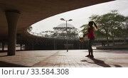 Купить «Caucasian woman working out under a bridge», видеоролик № 33584308, снято 9 апреля 2019 г. (c) Wavebreak Media / Фотобанк Лори