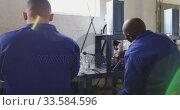 Group of colleagues working in factory. Стоковое видео, агентство Wavebreak Media / Фотобанк Лори