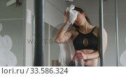 Купить «Caucasian woman drinking water», видеоролик № 33586324, снято 18 сентября 2019 г. (c) Wavebreak Media / Фотобанк Лори