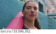 Caucasian woman with a yoga mat. Стоковое видео, агентство Wavebreak Media / Фотобанк Лори