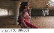 Caucasian woman walking under bridge with yoga mat. Стоковое видео, агентство Wavebreak Media / Фотобанк Лори