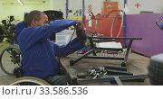 Disabled men at work. Стоковое видео, агентство Wavebreak Media / Фотобанк Лори