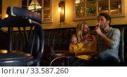 Young couple in a bar together. Стоковое видео, агентство Wavebreak Media / Фотобанк Лори
