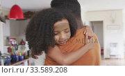 Купить «African american father and daughter hugging», видеоролик № 33589208, снято 14 января 2020 г. (c) Wavebreak Media / Фотобанк Лори