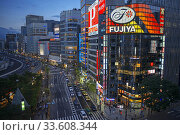 The Ginza district at night. Ginza is a popular upscale shopping area of Tokyo. Стоковое фото, фотограф Sergi Reboredo / age Fotostock / Фотобанк Лори