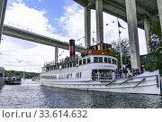 Купить «STOCKHOLM, SWEDEN A ferry boat enters the Hammarbyslussen locks between the Baltic Sea and Lake Mälaren, a 2 meter difference.», фото № 33614632, снято 5 июля 2017 г. (c) age Fotostock / Фотобанк Лори