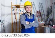 Купить «Portrait of builder which is doing repair», фото № 33620024, снято 3 июня 2017 г. (c) Яков Филимонов / Фотобанк Лори