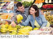 Купить «Couple choosing fruit», фото № 33620048, снято 18 марта 2017 г. (c) Яков Филимонов / Фотобанк Лори