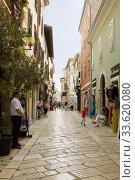 Пешеходная улочка в городе Порече в Хорватии (2012 год). Редакционное фото, фотограф Солодовникова Елена / Фотобанк Лори
