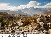 Купить «Himalayan landscape, village of Ranipauwa», фото № 33621928, снято 2 октября 2012 г. (c) Юлия Бабкина / Фотобанк Лори