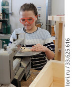 Купить «Middle School Girl Using Scroll Saw in Technology Class, Wellsville, New York, USA.», фото № 33625616, снято 17 декабря 2019 г. (c) age Fotostock / Фотобанк Лори