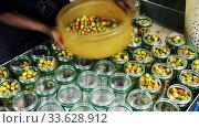 Worker prepares glass jars and olives for canning. Стоковое видео, видеограф Яков Филимонов / Фотобанк Лори