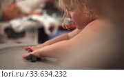 Купить «Child development with clay modeling», видеоролик № 33634232, снято 2 июня 2020 г. (c) Данил Руденко / Фотобанк Лори