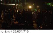 Arambol, Goa, India - December 30, 2019: Reggae music concert on the beach. Редакционное видео, видеограф Aleksandr Lutcenko / Фотобанк Лори