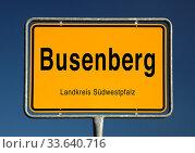 Ortseingangsschild von Busenberg, Ortsgemeinde im Landkreis Suedwestpfalz, Rheinland-Pfalz, Deutschland, Europa. Стоковое фото, фотограф Zoonar.com/Stefan Ziese / age Fotostock / Фотобанк Лори