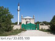 Мечеть Джамиси в посёлке Зуе Белогорского района, Крым (2019 год). Стоковое фото, фотограф Николай Мухорин / Фотобанк Лори