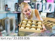 Купить «girl with bracelet collection in bijouterie boutique», фото № 33659836, снято 3 августа 2020 г. (c) Яков Филимонов / Фотобанк Лори